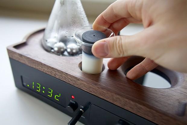 despertador com cafeteira embutida 06